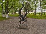 Буква О, памятник
